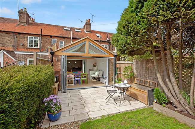 Guide Price £585,000, 3 Bedroom Terraced House For Sale in Marlow, SL7