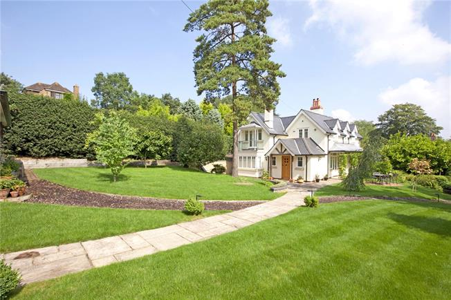 Guide Price £1,975,000, 4 Bedroom Detached House For Sale in Cookham, SL6