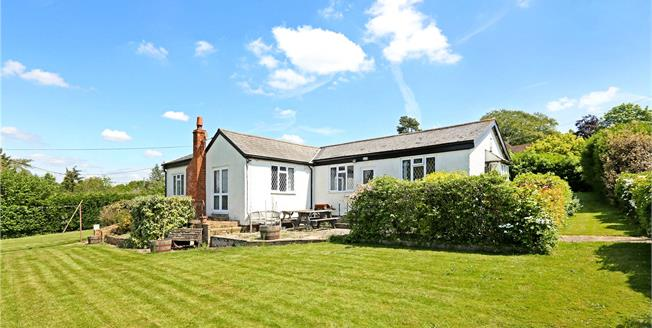 Guide Price £940,000, 3 Bedroom Bungalow For Sale in Bourne End, SL8
