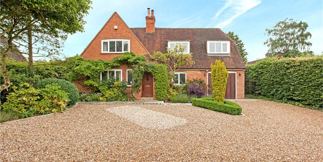 Guide Price £1,425,000, 4 Bedroom Detached House For Sale in Cookham, SL6
