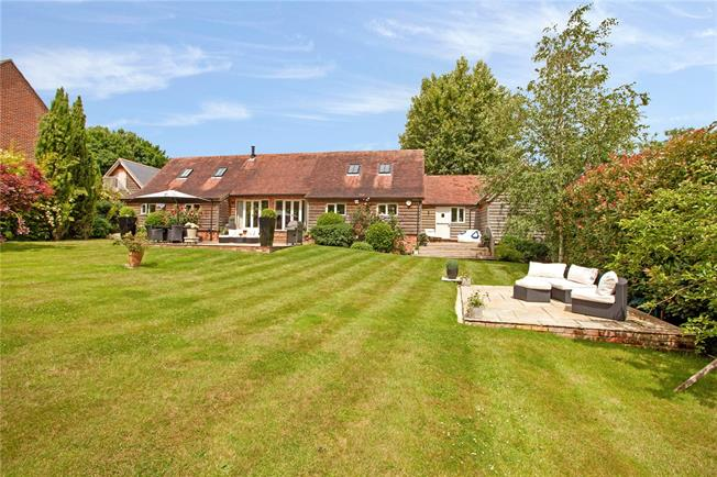 Guide Price £1,295,000, 4 Bedroom Detached House For Sale in Marlow, SL7