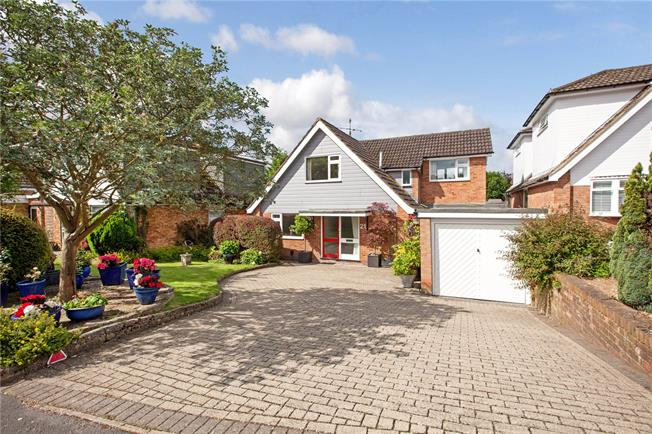 Guide Price £645,000, 4 Bedroom Detached House For Sale in Marlow, SL7