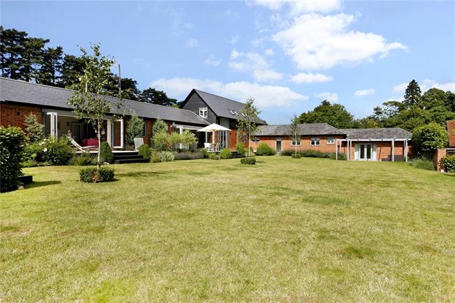 Guide Price £1,975,000, 5 Bedroom Detached House For Sale in Marlow, SL7