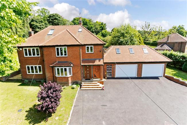 Guide Price £1,550,000, 5 Bedroom Detached House For Sale in Bourne End, SL8