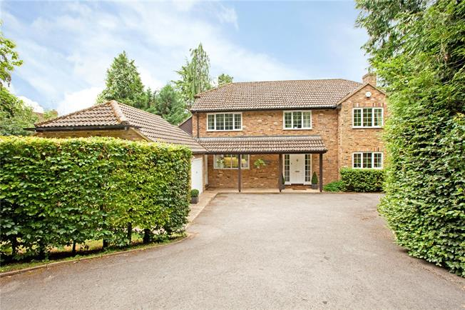 Guide Price £995,000, 5 Bedroom Detached House For Sale in Bourne End, SL8