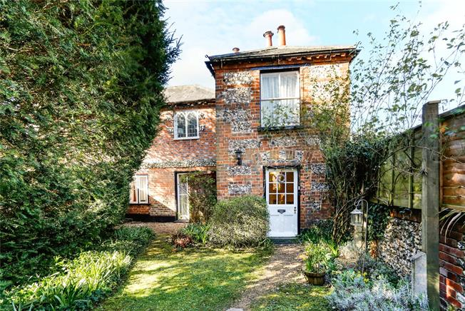 Guide Price £550,000, 3 Bedroom Semi Detached House For Sale in Buckinghamshire, SL8