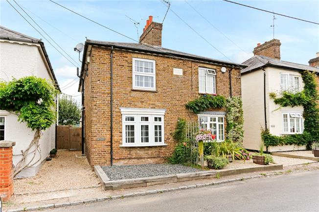 Guide Price £485,000, 2 Bedroom Semi Detached House For Sale in Bourne End, Buckinghamshi, SL8