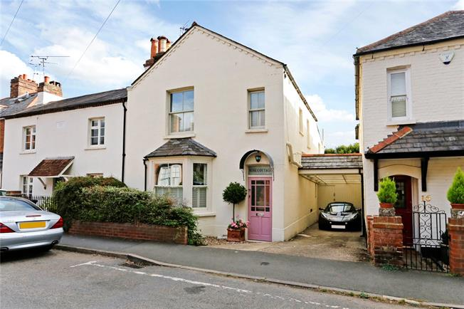 Guide Price £825,000, 3 Bedroom Semi Detached House For Sale in Marlow, SL7