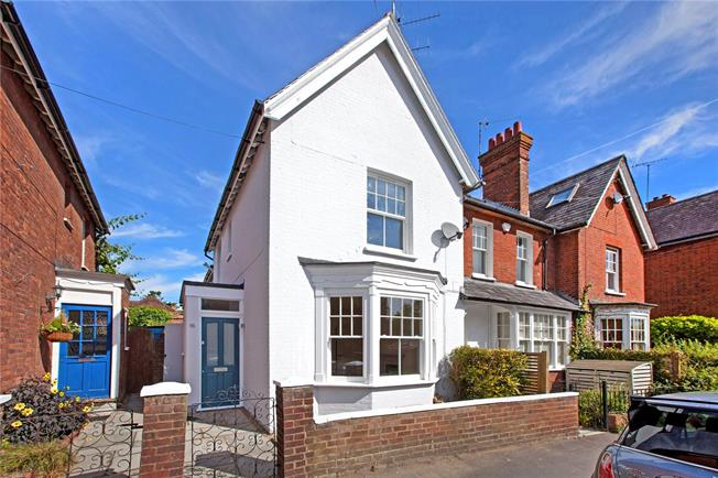 Guide Price £725,000, 4 Bedroom Terraced House For Sale in Marlow, SL7