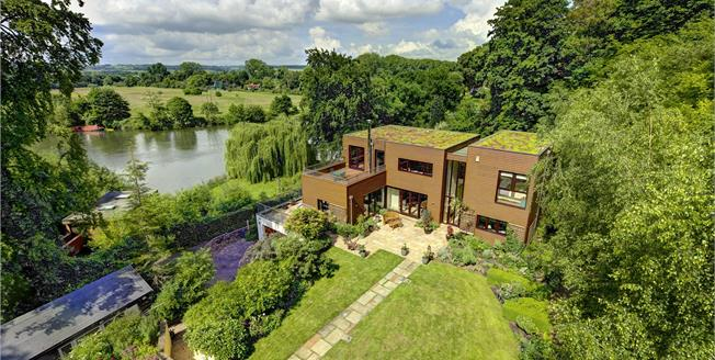 Guide Price £2,500,000, 5 Bedroom Detached House For Sale in Buckinghamshire, SL7
