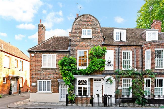 Asking Price £1,150,000, 3 Bedroom Terraced House For Sale in Marlow, SL7