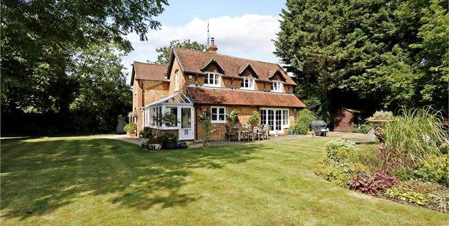 Guide Price £1,750,000, 4 Bedroom Detached House For Sale in Maidenhead, Berkshire, SL6