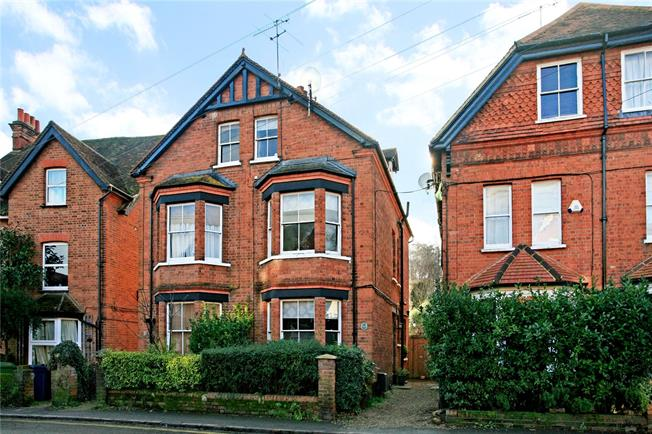 Guide Price £745,000, 3 Bedroom Semi Detached House For Sale in Marlow, SL7