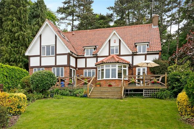 Guide Price £1,145,000, 4 Bedroom Detached House For Sale in Bourne End, SL8
