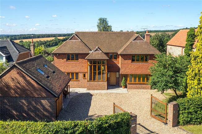 Guide Price £1,950,000, 5 Bedroom Detached House For Sale in Marlow, SL7