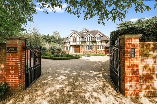 Guide Price £1,725,000, 5 Bedroom Detached House For Sale in Marlow, SL7