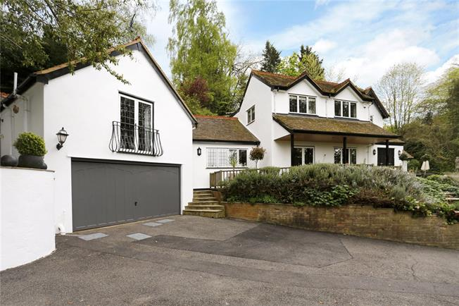Guide Price £1,500,000, 5 Bedroom Detached House For Sale in Cookham, SL6