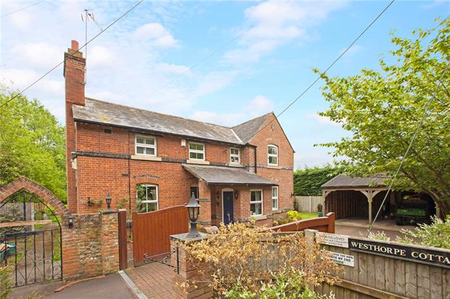 Guide Price £895,000, 3 Bedroom Detached House For Sale in Marlow, SL7