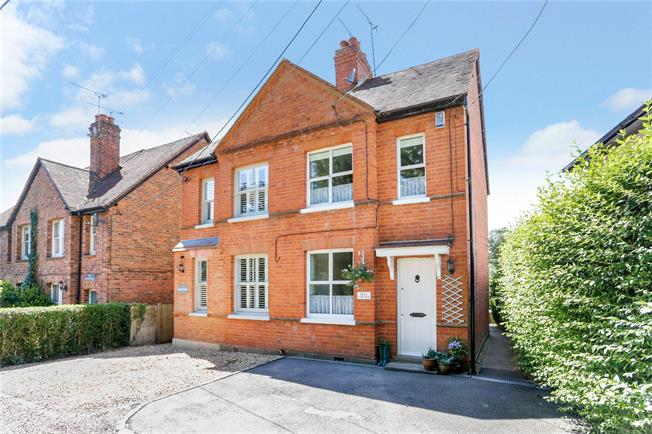 Guide Price £630,000, 2 Bedroom Semi Detached House For Sale in Cookham, SL6