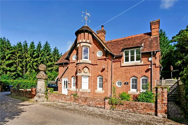Guide Price £1,650,000, 5 Bedroom Detached House For Sale in Marlow, SL7