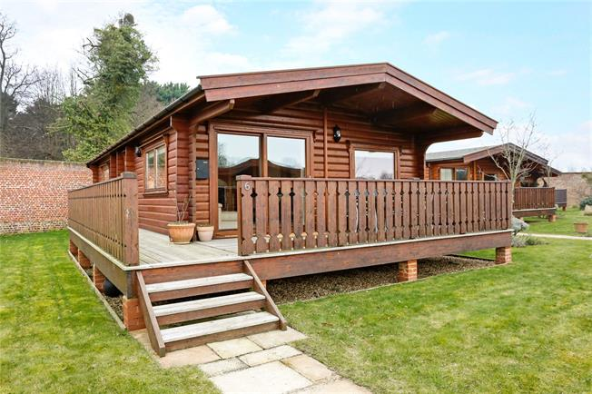 Guide Price £320,000, 2 Bedroom Bungalow For Sale in Marlow, SL7