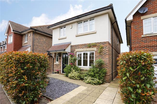 Guide Price £725,000, 4 Bedroom Detached House For Sale in Marlow, SL7