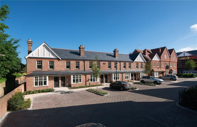 Guide Price £799,950, 2 Bedroom Terraced House For Sale in Marlow, Buckinghamshire, SL7