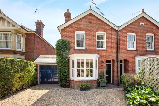 Guide Price £695,000, 3 Bedroom Semi Detached House For Sale in Marlow, SL7