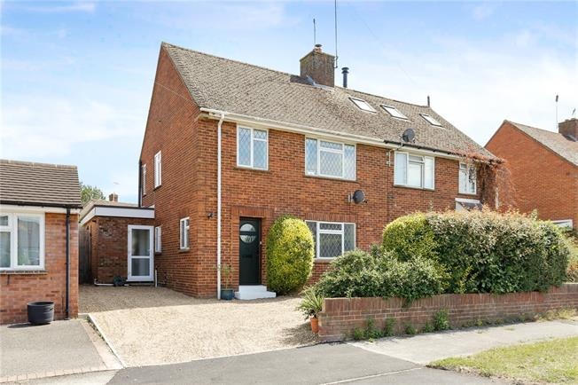 Guide Price £485,000, 3 Bedroom Semi Detached House For Sale in Bourne End, SL8