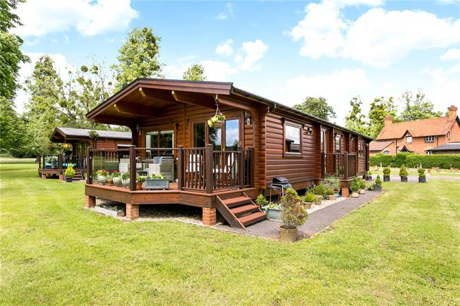 Guide Price £450,000, 3 Bedroom Bungalow For Sale in Marlow, SL7