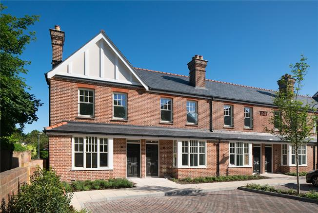 Guide Price £749,950, 2 Bedroom Terraced House For Sale in Marlow, Buckinghamshire, SL7