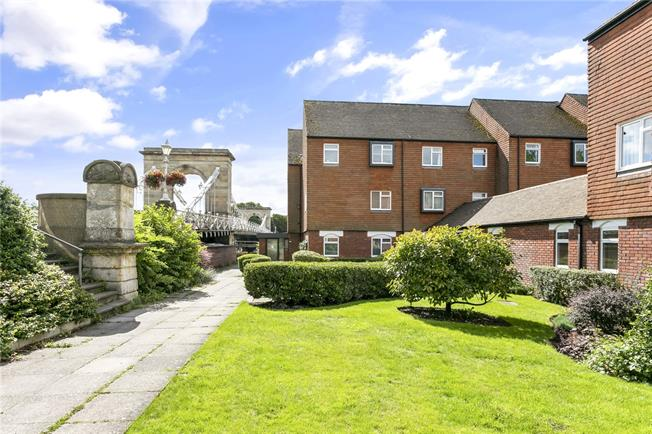 Guide Price £375,000, 1 Bedroom Flat For Sale in Marlow, SL7