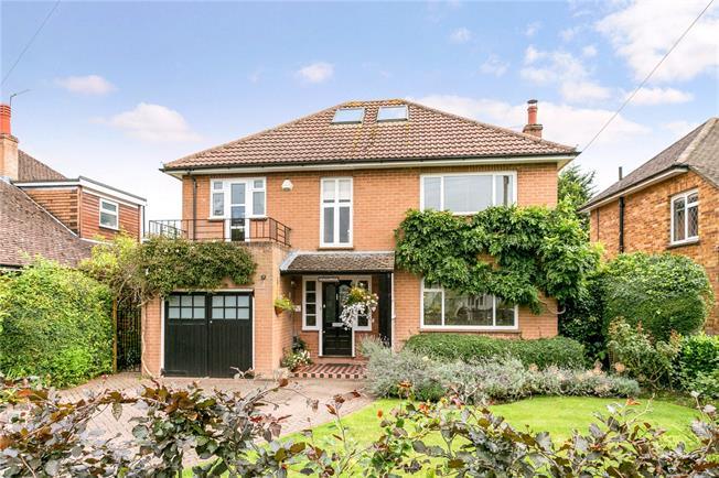 Guide Price £1,150,000, 4 Bedroom Detached House For Sale in Marlow, SL7