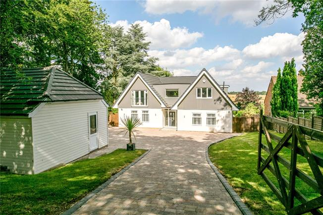 Guide Price £1,795,000, 5 Bedroom Detached House For Sale in Marlow, SL7