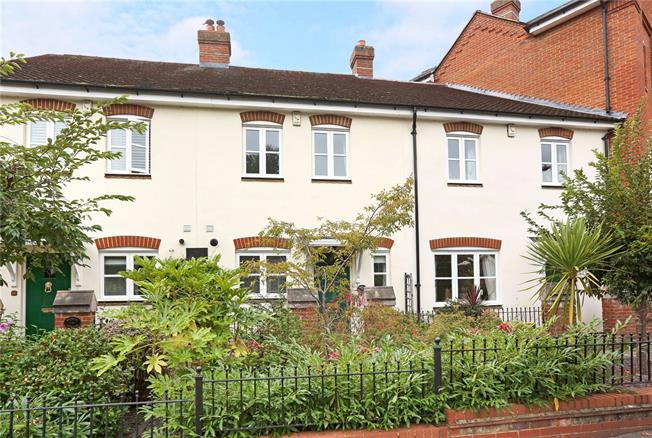 Guide Price £614,950, 2 Bedroom Terraced House For Sale in Marlow, SL7