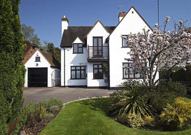 Guide Price £1,550,000, 4 Bedroom Detached House For Sale in Cookham, SL6