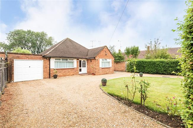 Guide Price £685,000, 3 Bedroom Bungalow For Sale in Bourne End, SL8