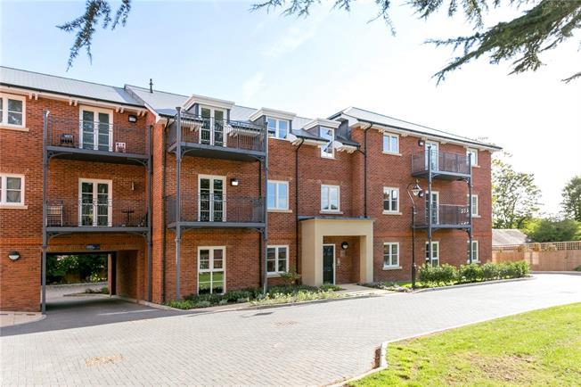 Asking Price £200,000, 2 Bedroom Flat For Sale in Buckinghamshire, SL7
