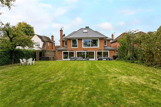 Guide Price £1,550,000, 5 Bedroom Detached House For Sale in Marlow, SL7
