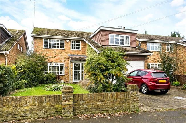Guide Price £799,950, 5 Bedroom Detached House For Sale in Bourne End, SL8