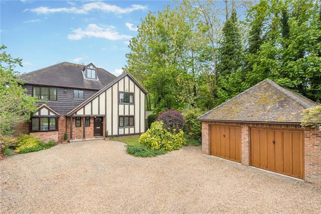 Guide Price £1,395,000, 5 Bedroom Detached House For Sale in Bourne End, SL8