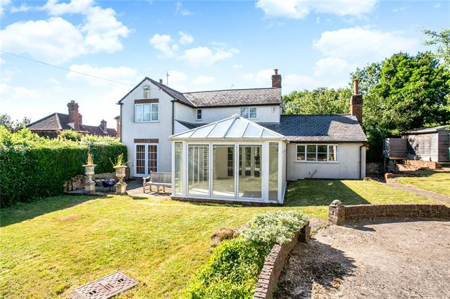 Guide Price £695,000, 2 Bedroom End of Terrace House For Sale in Henley-on-Thames, Bucking, RG9