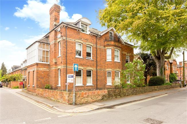 Guide Price £575,000, 2 Bedroom Flat For Sale in Marlow, Buckinghamshire, SL7