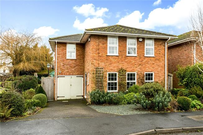 Guide Price £799,000, 4 Bedroom Detached House For Sale in Bourne End, SL8