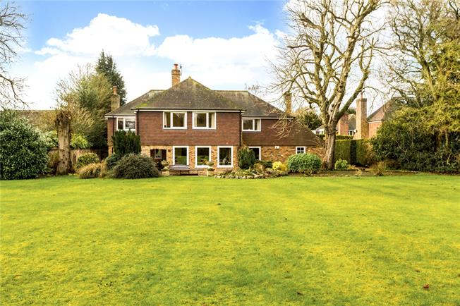 Guide Price £1,425,000, 5 Bedroom Detached House For Sale in Little Frieth, RG9