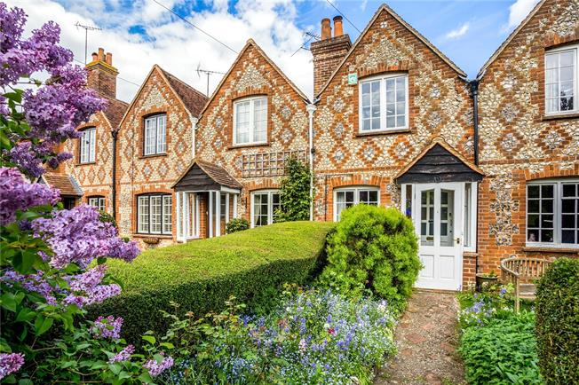 Guide Price £385,000, 3 Bedroom Terraced House For Sale in High Wycombe, Buckinghams, HP14