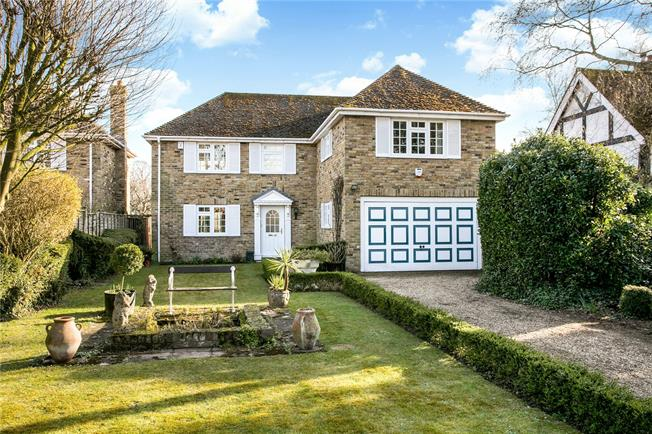 Guide Price £799,950, 4 Bedroom Detached House For Sale in Bourne End, SL8