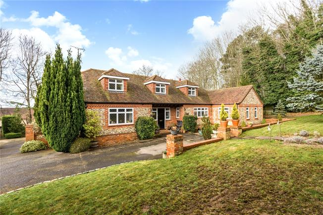 Guide Price £1,450,000, 5 Bedroom Detached House For Sale in Bourne End, SL8