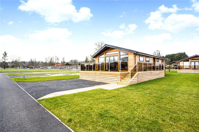 Guide Price £459,950, 2 Bedroom Bungalow For Sale in Marlow, Buckinghamshire, SL7