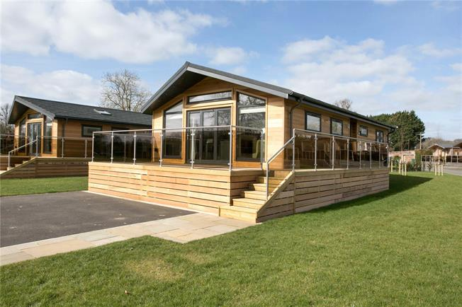 Guide Price £429,950, 2 Bedroom Bungalow For Sale in Marlow, Buckinghamshire, SL7